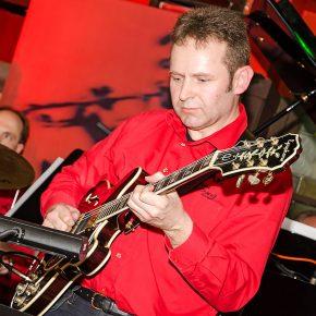 Jazz-Hall Gitarre